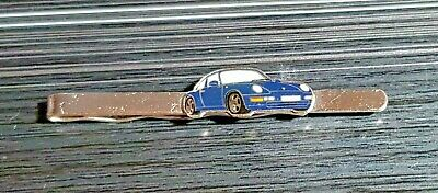 Porsche Anstecknadel 911 Carrera 4 hellblau 26x13mm ORIGINAL