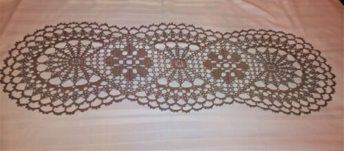 """BEAUTIFUL HAND-CROCHETED TABLE TOPPER 36 """"X 12"""" NEW DOILY TOUPE CLAIR"""