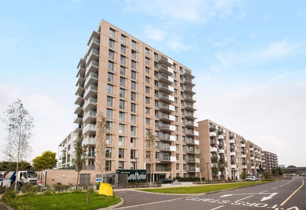 @ Royal Wharf - Brand new Three Bed Three Bath Townhouse - Riverside Development - Seconds from DLR!