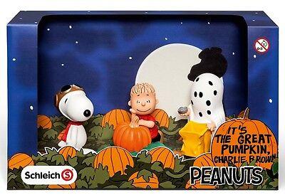 Scenery Pack Halloween Schleich 22015 Peanuts Figuren Snoopy als Pilot Linus ()