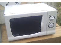 Delonghi Microwave Oven 800 Watts Model: M8021P – Fully Working!