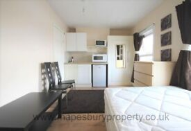 Studio for Rent in NW2 - Ideal for Professional - Near Amenities and Station - Available Now