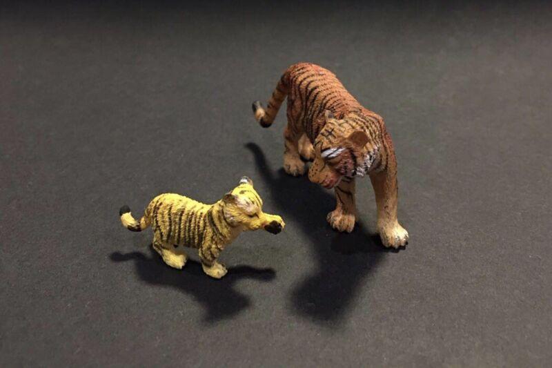 Bandai Kaiyodo WWF Japan Exclusive Tiger & Baby Cub Figure