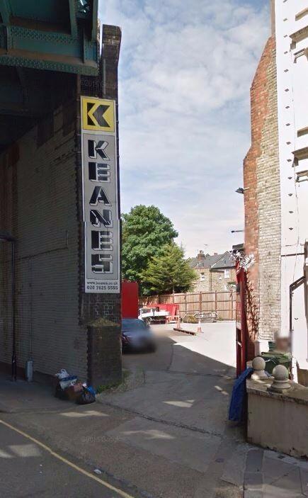 Securely gated WEEKDAY commuter parking near ***KILBURN TUBE*** (2467)