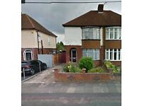 Part furnished 3 Bedroom house available in Dunstable Suitable for 2 Couples