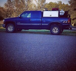 "2000 Chevy 2500 4x4 ""welding skid not included"""