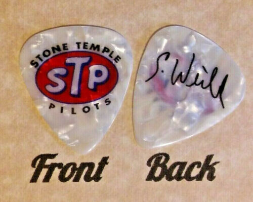 STP - STONE TEMPLE PILOTS band logo SCOTT WEILAND signature guitar pick - (U)