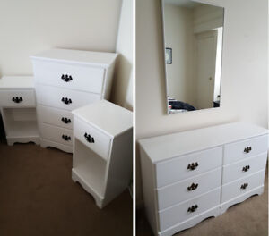 White 5 Piece Wood Bedroom Dresser set! (Nightstand & mirror)