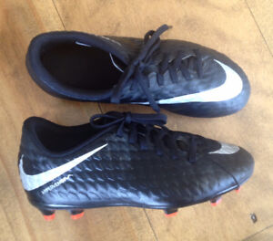 Nike Soccer Shoes - Youth size 3 - Excellent Condition