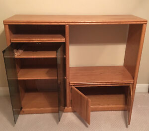 Solid Oak Entertainment Unit... with shelving and glass doors.