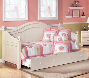 Port hope...Ashley furniture, day tundle bed. Peterborough Peterborough Area image 1