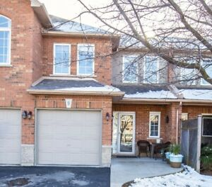 Rare Beautiful 3 Bedroom Townhouse In Ancaster