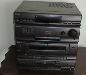 SONY Stereo - DISCS, RADIO AND CASSETTE PLAYER W/SPEAKERS