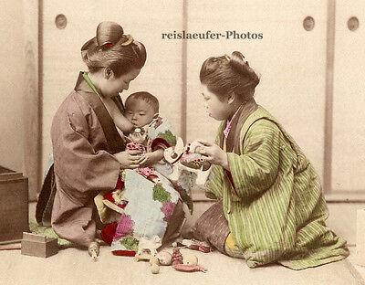 Japan, säugendes Baby mit Ammen, koloriertes Original-Albumin-Photo von ca. 1880