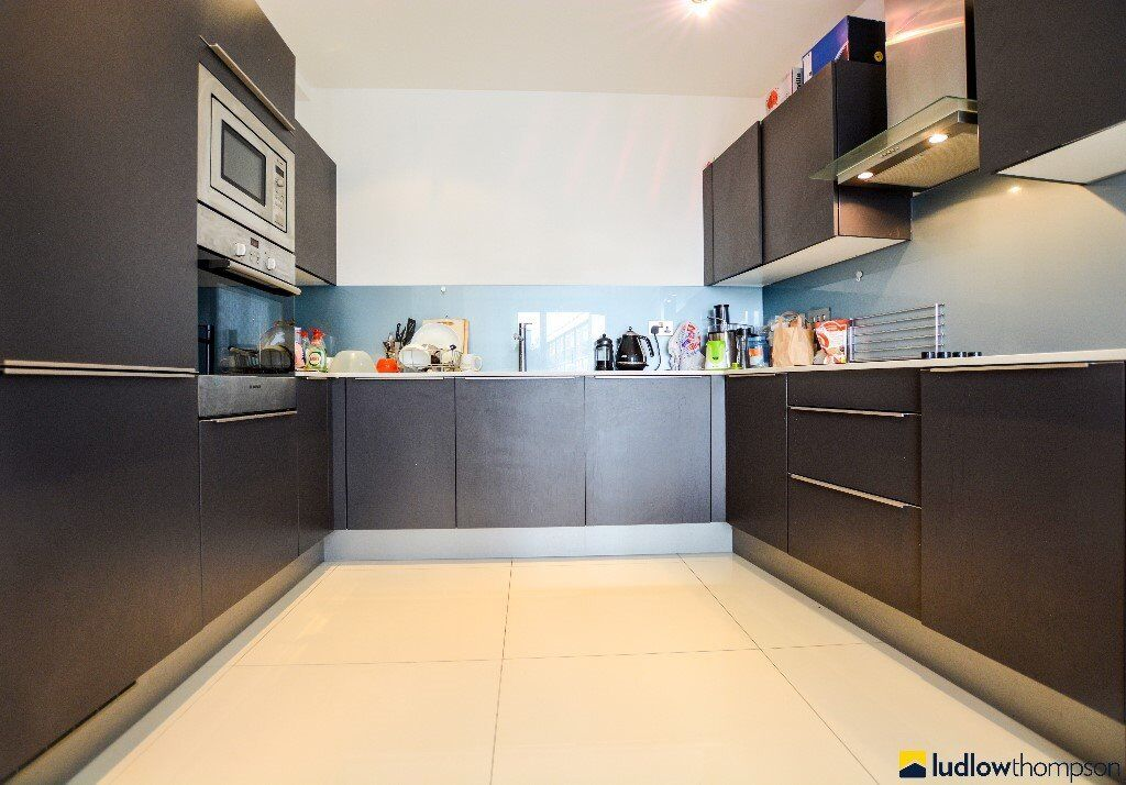 Large two bed two bath apartment finished to a high standard in an excellent location-London Bridge