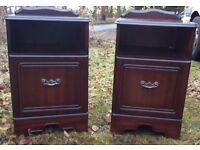 2 Mahogany bedside cabinets / tables