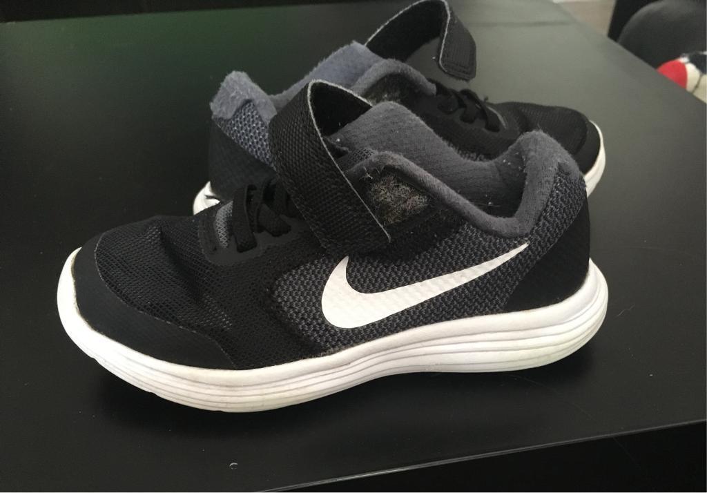 Kids size 10 black and white nike trainers  c1b7ff9d7
