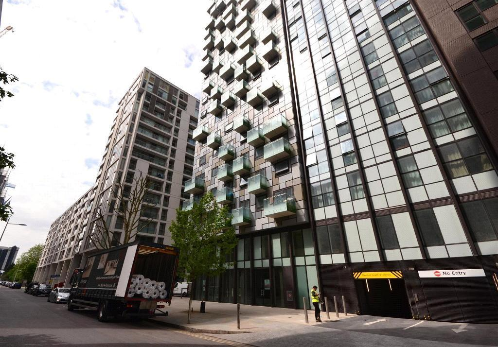 1 bedroom flat in Cobalt Point, 38 Millharbour, Millwall, E14