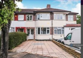 4 bedroom house in Thurlow Gardens, Ilford, IG6 (4 bed) (#940324)
