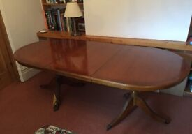 Antique-style extendable dining table in very good condition