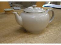 Le Creuset 1.3L Stoneware Classic Teapot.
