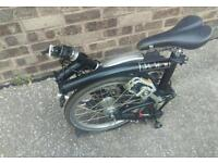 Brompton M3L folding bike in excellent condition with Pump!