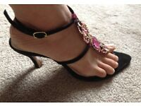 Black and pink shoes(sandal)