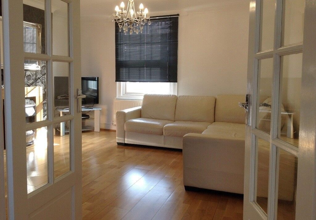 1 bed spacious split level flat, modernised to high standard in centre of Caversham, Reading