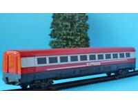 HORNBY JUNIOR  CENTRE COACH from EXPRESS TRAIN SET R1215 SET OO//HO SUIT JOUEF