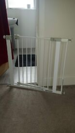 Baby gate with width extender
