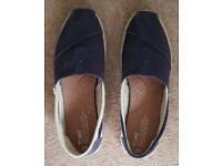 Toms womens shoes - size 7