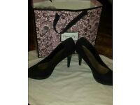 Ladies high heel shoes size 7