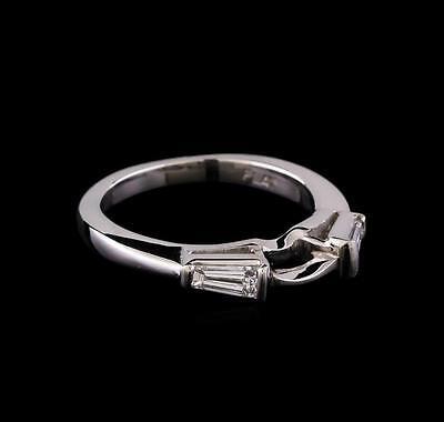 0.30 ctw Diamond Ring - Platinum Lot 659