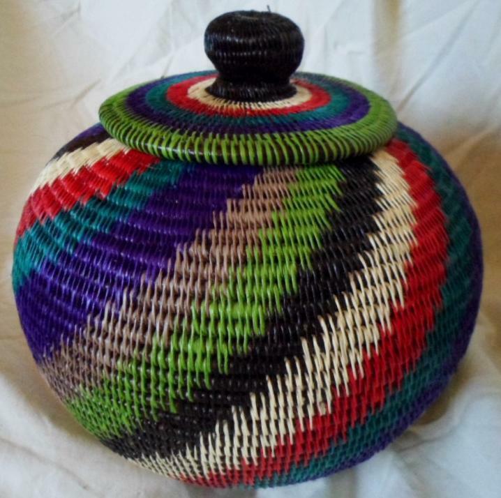 Wounaan Embera Woven Classic Design Basket w/ Top-Panama 21010841mm