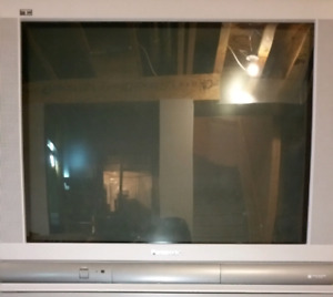 32 inch Panasonic CRT TV with stand