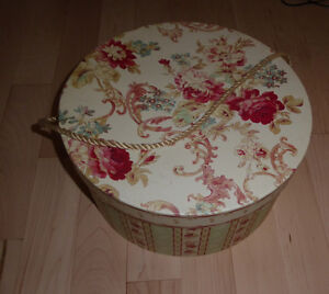 Decor hat box, excellent condition Kitchener / Waterloo Kitchener Area image 1