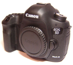 less than 1000 shots!!! Canon EOS 5D Mark III Digital Camera