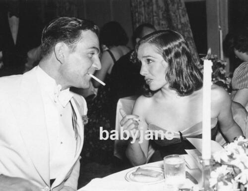 005 LUPE VELEZ HENRY WILCOXON CANDID DINING TOGETHER PHOTO