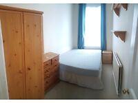 Smart Double room in lovely Hendon flatshare