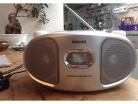 PHILLIPS portable CD player and radio £8