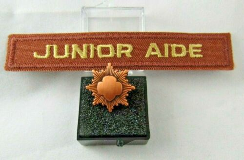 JUNIOR BRONZE AWARD Girl Scout OFFICIAL PIN MIB Free Aide Bar DISCOUNT COLLECTOR