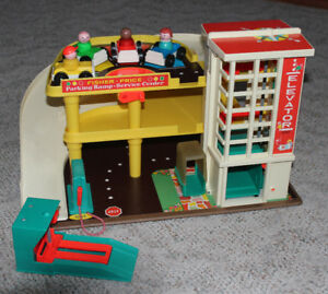 Vintage Fisher-Price Little People #930 Garage with Box