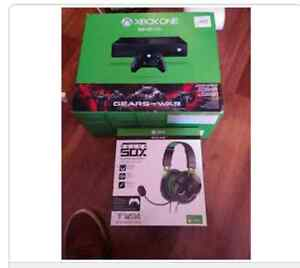 Xbox one with turtle Beach head set  80 games