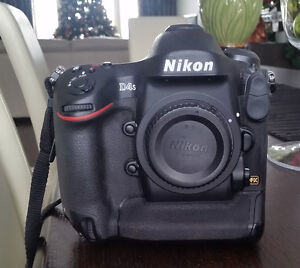 Like New Nikon D4s wtih Spare Battery and 32GB XQD card & reader