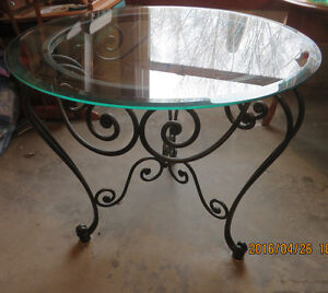 Pretty table for sale