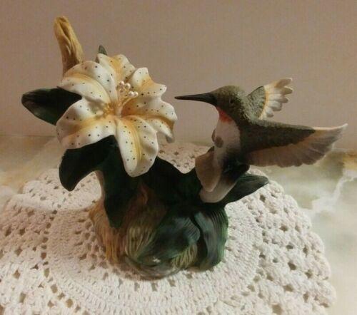 Vintage  ** Hummingbird ** Figurine with Flower