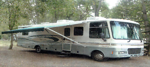 FOR SALE 2001 32 ft Fleetwood Motorhome
