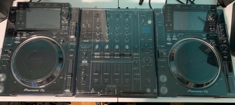 Pioneer Cdj-2000nxs2 Bundle - (1Player with Deck Case & Gator Carrying Bag) Used