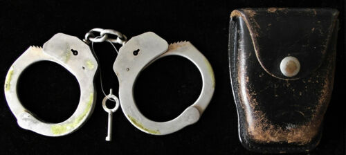 VINTAGE NYPD POLICE HANDCUFFS & CASE & KEY & NOTE FROM OFFICER 1964-80 & PATCH!!