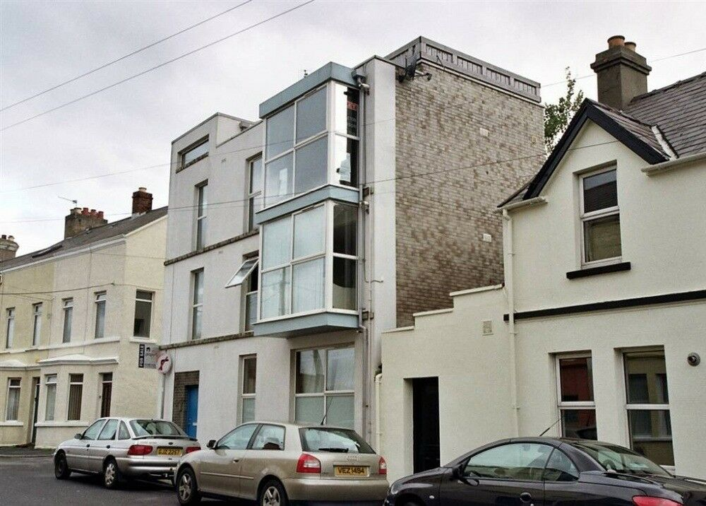 1 Bedroom Apartment - Furnished - Bangor Town Centre